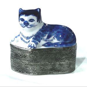 Other - VINTAGE BLUE & WHITE ANTIQUE CAT STORAGE